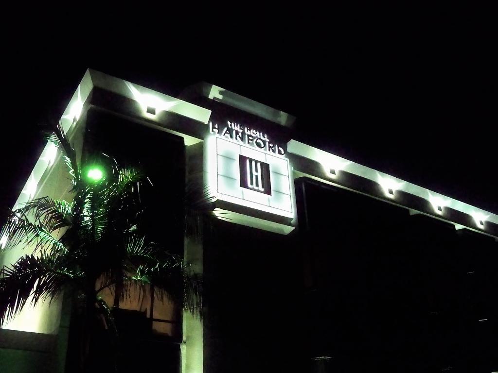 Reverse Pan Halo - Hotel Hanford