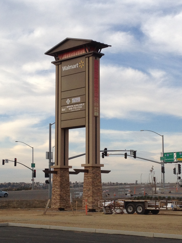 Pylon Sign - Rocklin Crossings